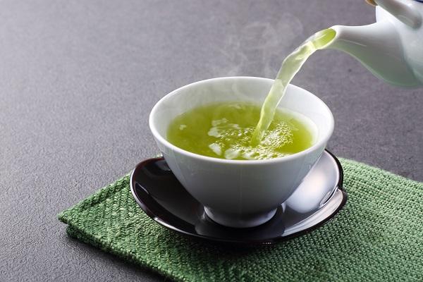 Gruener-Tee-Tasse