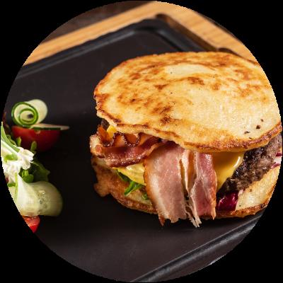 Pancake-Burger-mit-Speck